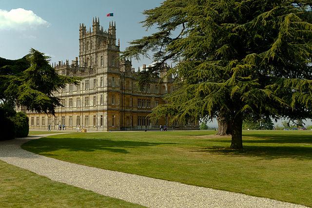 640px-Highclere_Castle_(April_2011)_2 Downton Abbey