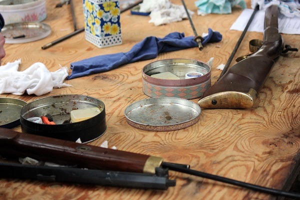 Muzzleloading gun cleaning table